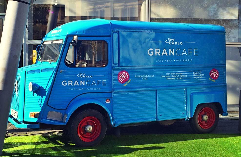 Gran Cafe Cochen Bleu Rental Van